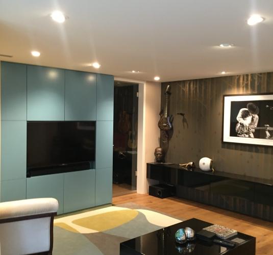 Wohnzimmer – Wohnwand mit integriertem TV